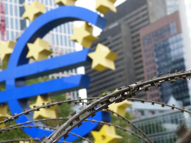 EZB hinter Stacheldraht